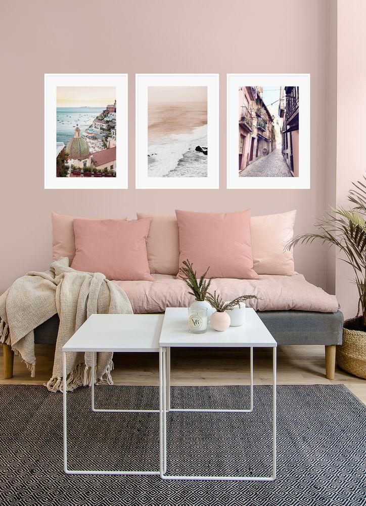 Vardagsrum rosa tavelvägg