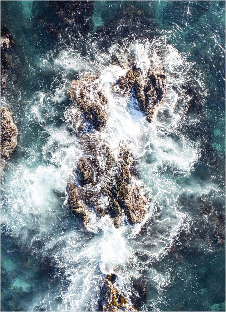 Klippor och vågor poster