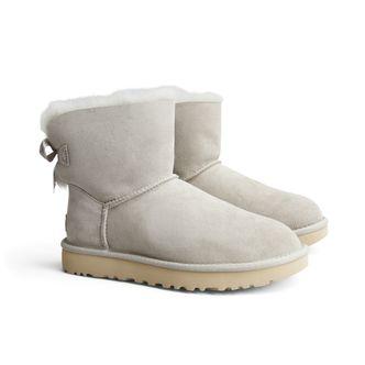 UGG Classic Mini Bailey Bow boots i fårskinn, dam