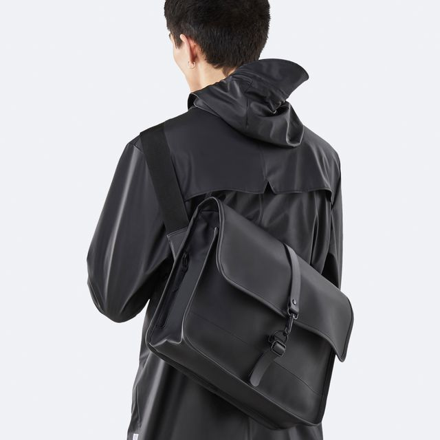 Rains Commuter Bag axelremsväska