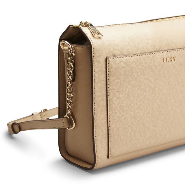 DKNY Bryant Medium Box Crossbody handväska