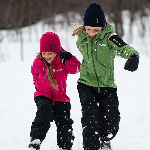 Barn i vinteroveraller