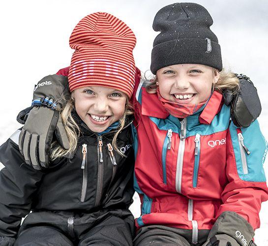 Barn i blå vinteroverall