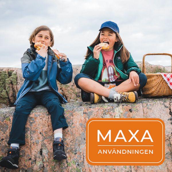 Barn i skaljackor från Gneis