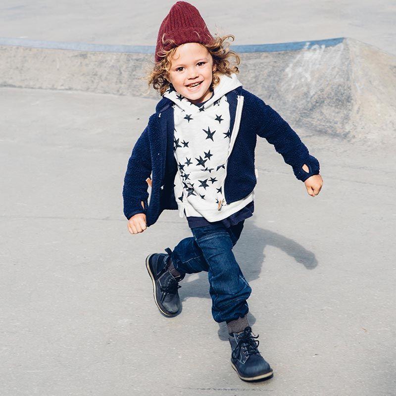 Barn i jeans
