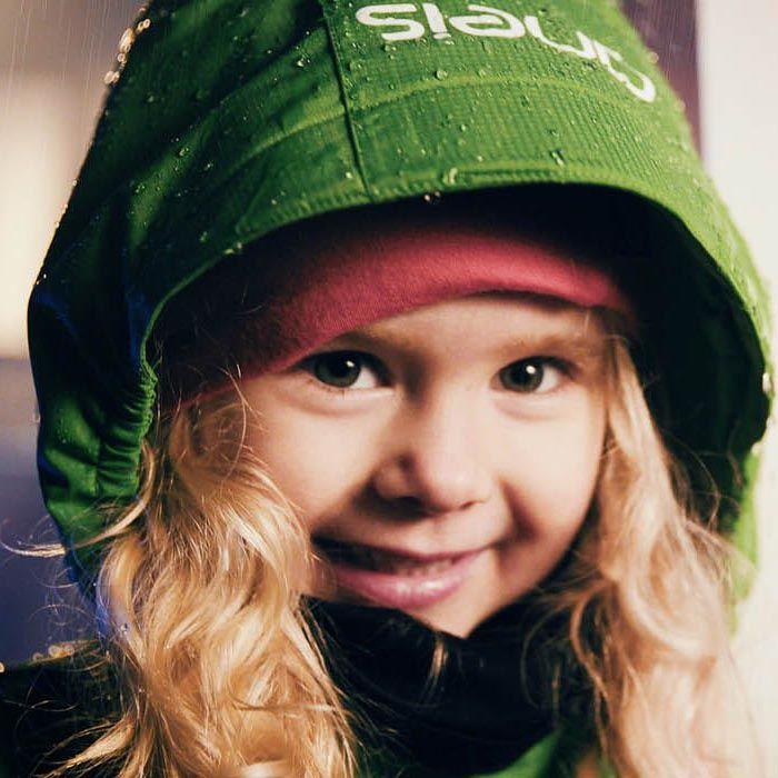 Skalkläder på tjej i grönjacka