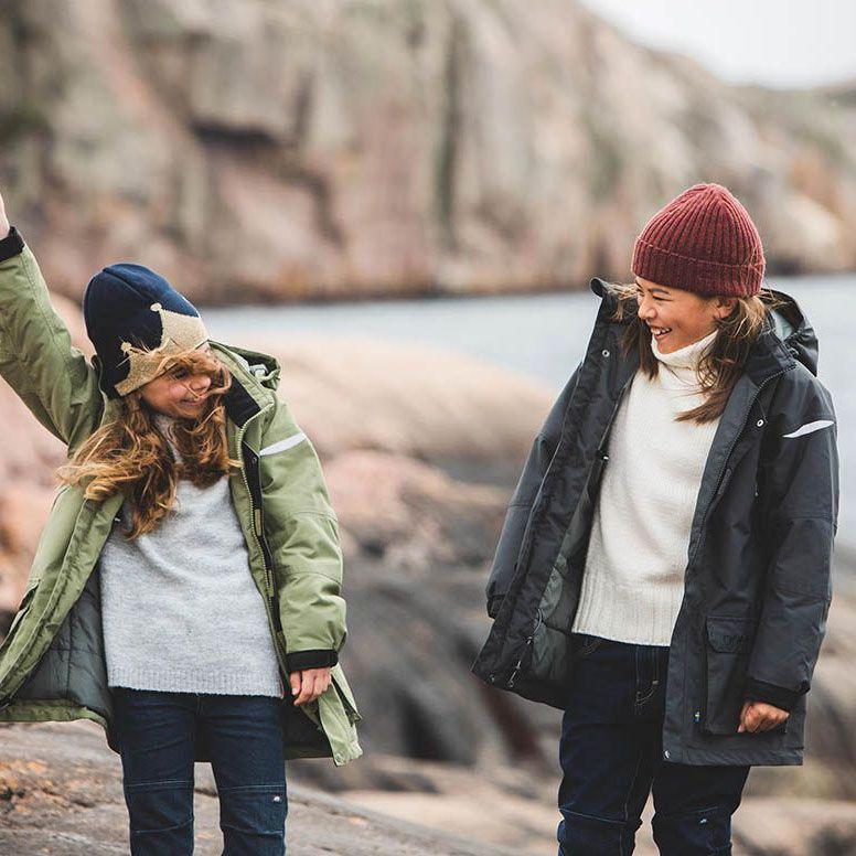 Barn i vinterparkas