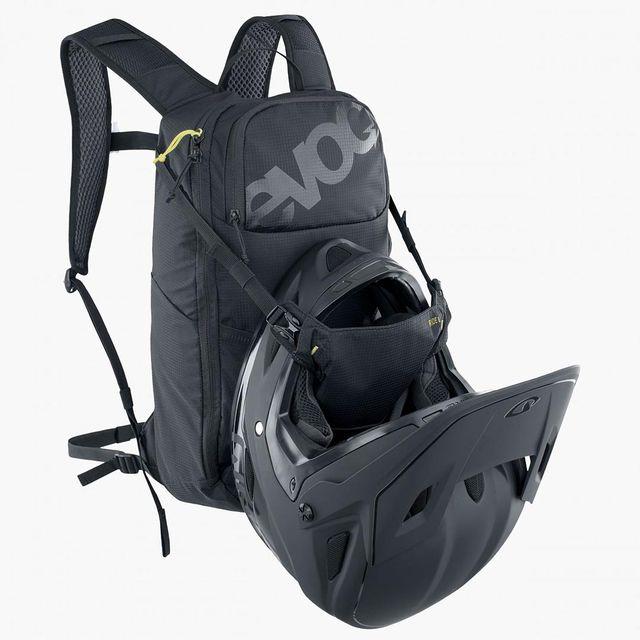 EVOC Ride 8 + 2L juomarakko