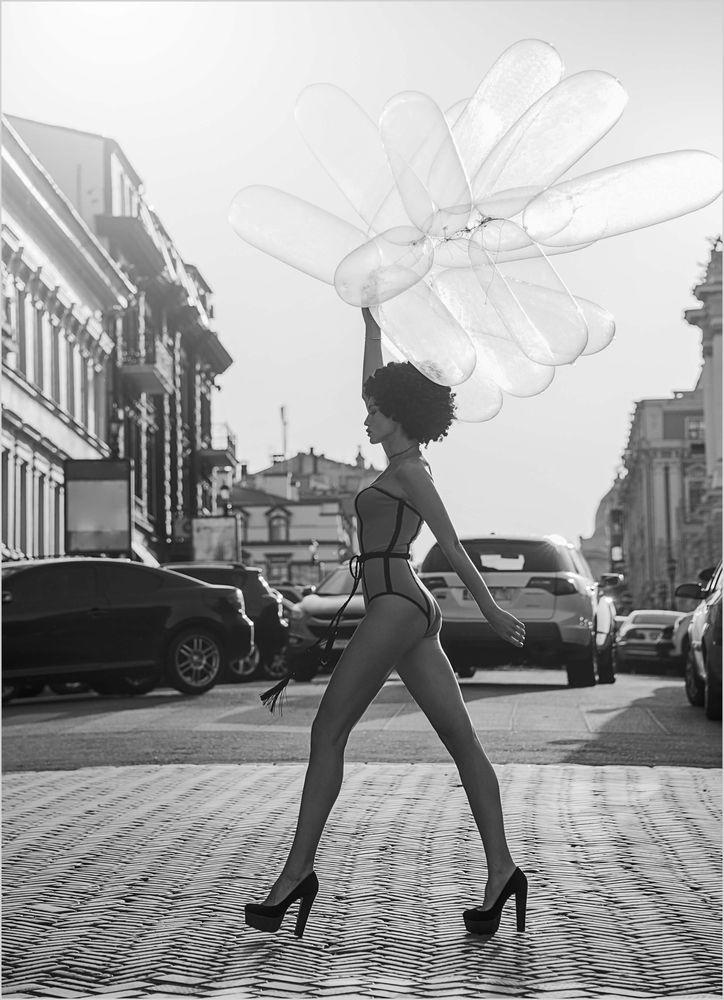 Kvinna med ballonger poster
